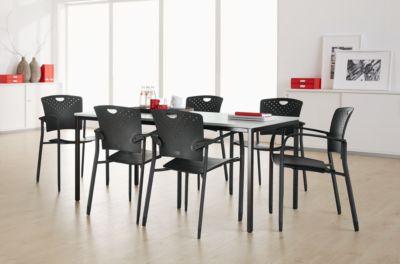 Compleet assortiment van tafel en 6 stapelbare stoelen, tafelbreedte 1600 mm, met armleuning