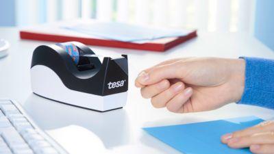Economy set tafeldispenser tesa Easy Cut® ORCA + 8 rollen tesafilm®, voor rollen tot L 33 m x B 19 mm