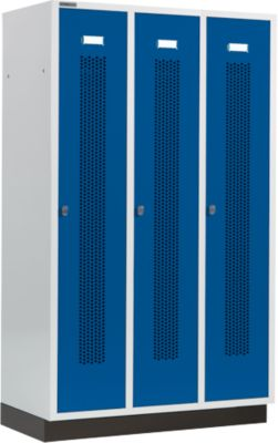 Kleiderspind mit gelochten Streifen, 3 Abteile, 400 mm, mit Sockel, Drehriegelverschluss, Tür enzianblau