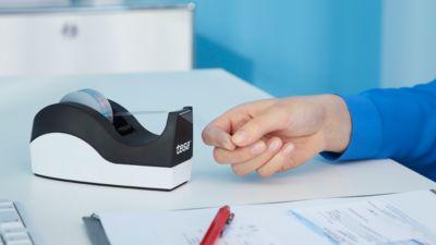 Sparset Tischabroller tesa Easy Cut® ORCA + 1 Rolle tesafilm®, für Rollen bis L 33 m x B 19 mm