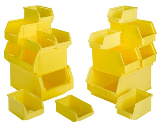 Gele open magazijnbakken in verschillende formaten op elkaar gestapeld