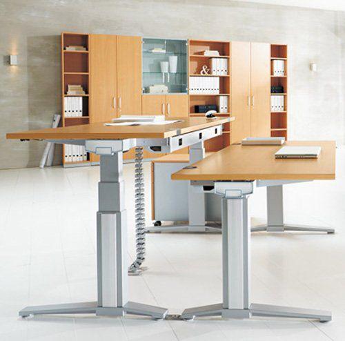 Höhenverstellbare Schreibtische im Büro