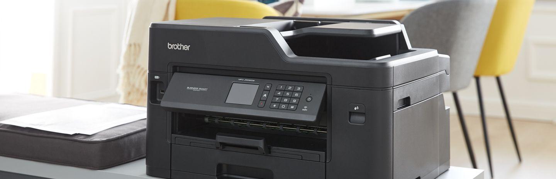 Printer op kantoorkast in woonkamer
